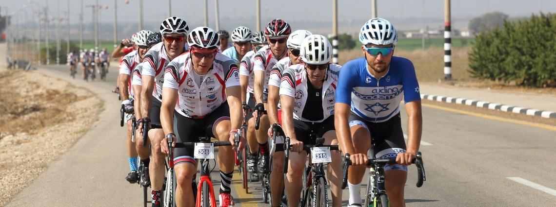 Riders in CIM 2016